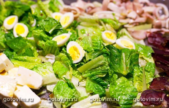 Салат из морепродуктов креветки кальмары яйцо
