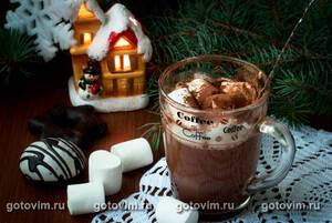 Горячий шоколад с взбитыми сливками и маршмеллоу