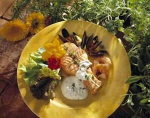 Норвежская семга-гриль с мидиями и сметанным соусом