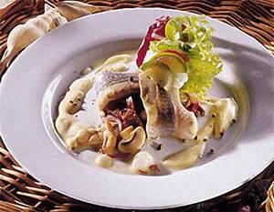 Сельдь под горчичным соусом с грибами и овощами