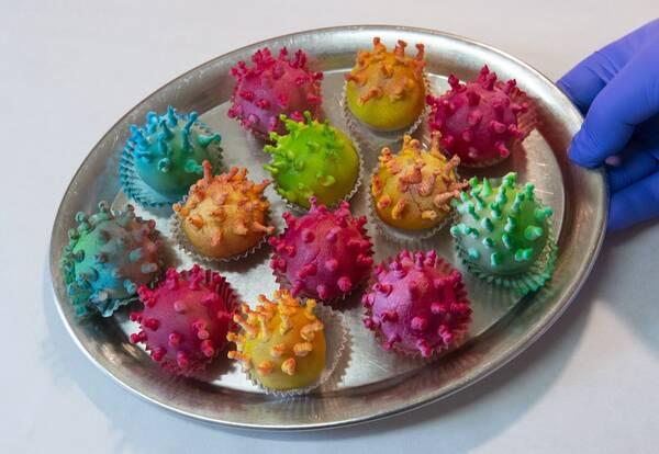Пирожные в виде коронавируса начали продавать в Таиланде
