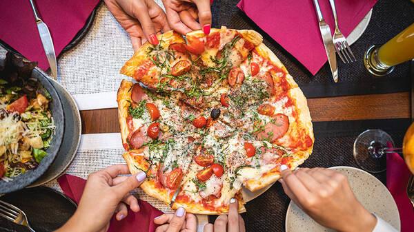 Лепёшка из Неаполя: в мире отмечают День пиццы