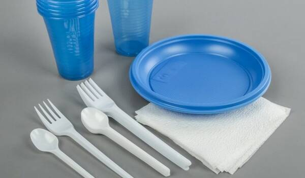Россия планирует отказаться от пластиковой посуды