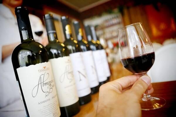Российские виноделы осудили отсутствие российских вин на ПМЭФ 2021