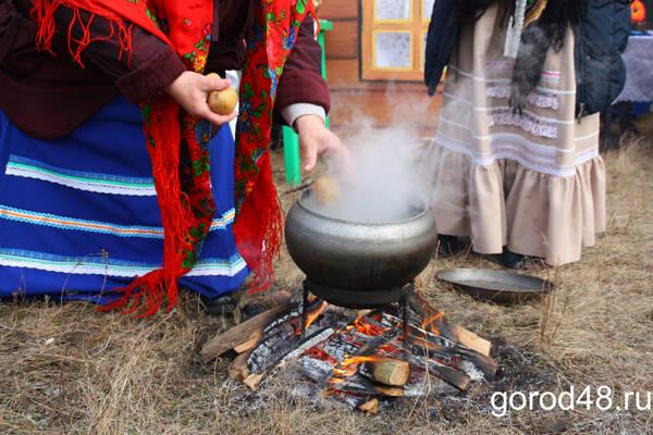 Ельчане приготовят 600 кг угощений