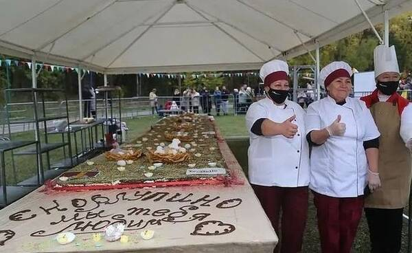 На фестивале в Скорлупино съели рекордный для Татарстана торт весом в 450 кг