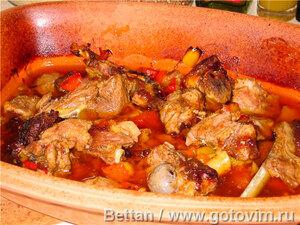 Баранина со сладкими перцами и приправами