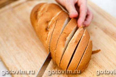 Батон, фаршированный сыром и чесноком, Шаг 03