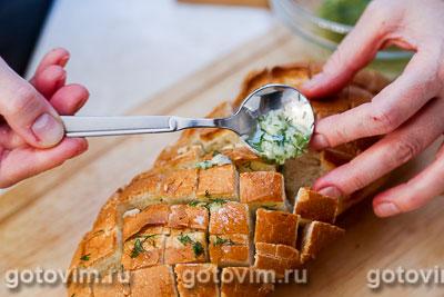 Батон, фаршированный сыром и чесноком, Шаг 05