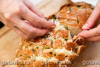 Батон, фаршированный сыром и чесноком, Шаг 06