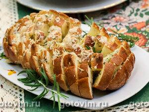 Батон, фаршированный сыром и чесноком
