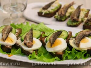 Бутерброды со шпротами, огурцом и яйцом