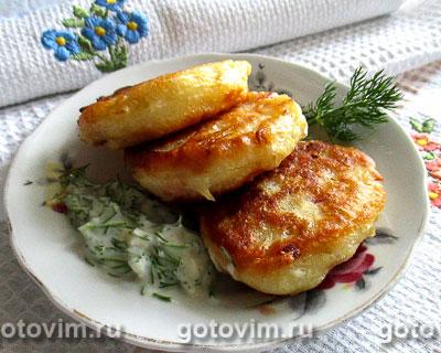 Дрожжевые оладьи с капустой и колбасой. Фотография рецепта