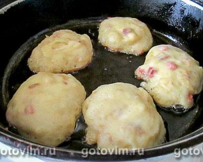Дрожжевые оладьи с капустой и колбасой, Шаг 08