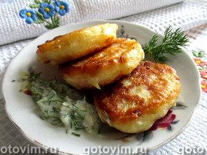 Дрожжевые оладьи с капустой и колбасой