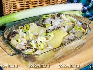 Судаки, тушеные с луком-пореем, картофелем и белыми грибами