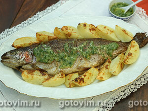 Форель в духовке с зеленым соусом