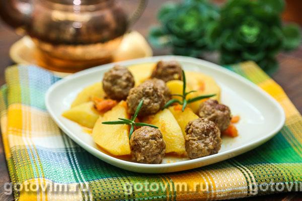 Тушеный картофель с фрикадельками. Фотография рецепта