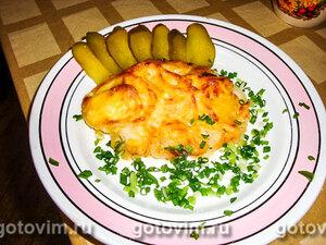 Тилапия, запеченная с луком и сыром
