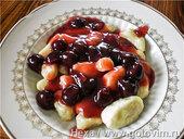 Галушки с вишнёвым соусом