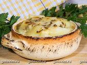 Картофель с сыром бри и грибами, запеченный в горшочках