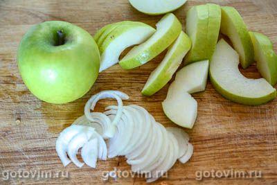 Говядина с яблоками и черносливом,тушенная с сидром в горшочке, Шаг 04