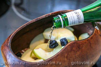 Говядина с яблоками и черносливом,тушенная с сидром в горшочке, Шаг 07