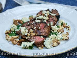 Шницель из говядины с грецкими орехами и сыром с голубой плесенью