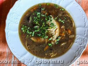 Куриный суп с сушеными грибами и вермишелью