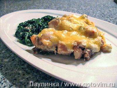 Запеканка из красной рыбы с хлебом и сырным соусом.. Фотография рецепта