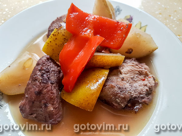 Индейка с грушами в винном соусе. Фотография рецепта