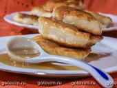 Оладьи и карамельный соус с коричневым сахаром