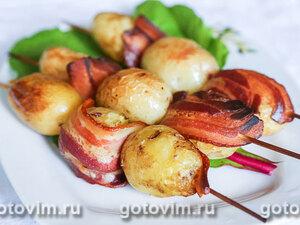 Молодой картофель с беконом на шпажках