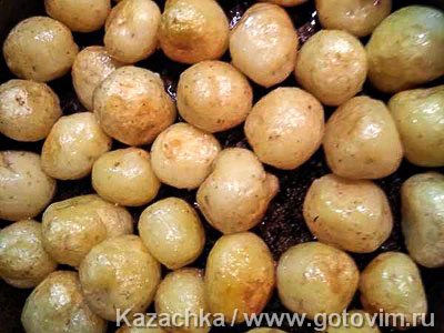Молодой картофель с грибами, сметаной и сыром, Шаг 01