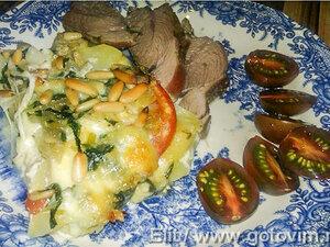 Картофельная запеканка со шпинатом и кедровыми орешками