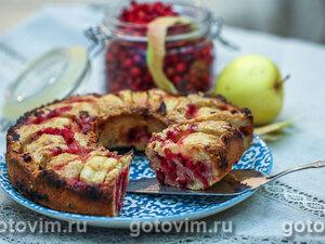 Кекс с брусникой и яблоками