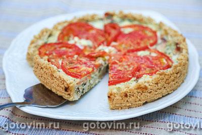 Киш с творогом, копченой семгой и помидорами. Фотография рецепта
