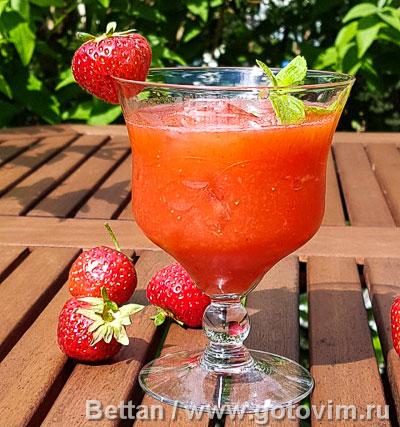 Фотография рецепта Клубничный коктейль с ромом и мятой