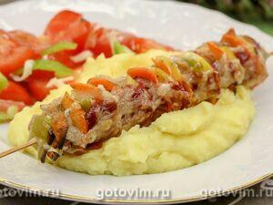 Колбаски для жарки с овощами и сыром на шпажках