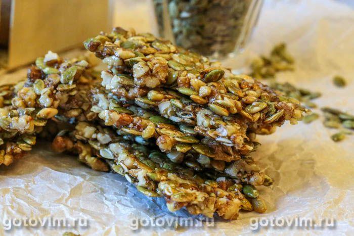 Козинаки из грецких орехов и тыквенных семечек