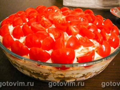 Cлоеный салат с грибами «Красная Шапочка». Фотография рецепта