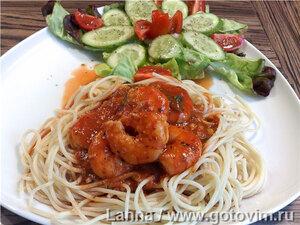 Креветки в томатном соусе с пармезаном