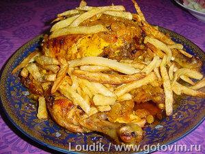 Курица с черносливом и картофелем фри