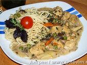 Куриное фрикасе с грибами и овощами