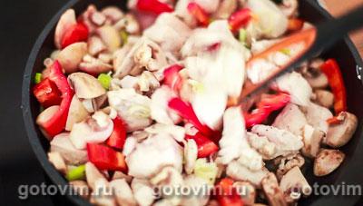 Курица с грибами в сливочном соусе, Шаг 07