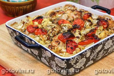 Курица, запеченная с цветной капустой и с соусом песто. Фотография рецепта