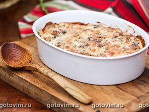 Курица, запеченная с сельдереем в сырном соусе с грибами