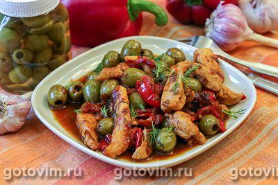 Куриная грудка с оливками, тушеная в вине
