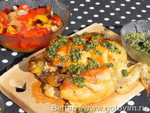 Курица с овощами и пармезанным маслом в глиняном горшочке
