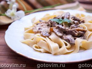Куриные сердечки в сливочном соусе с грибами